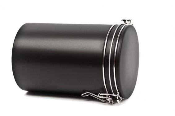 Caja de metal negra