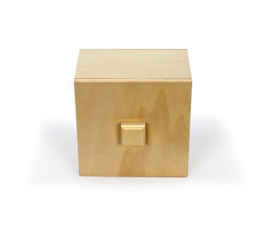 Caja de madera con agarre en la tapa